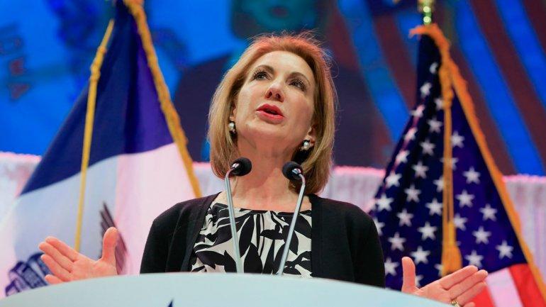 Carly Fiorina abandonó la candidatura, pero aseguró que seguirá viajando por el país
