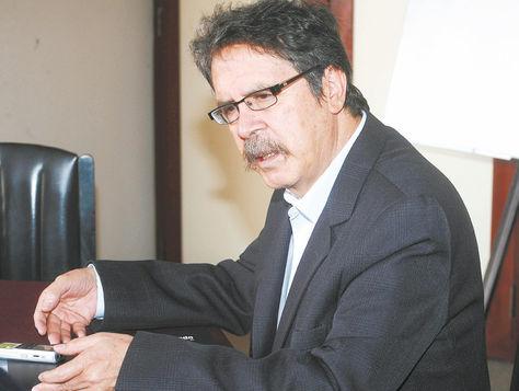 informe. El contralor Herbas anunció ayer, en conferencia de prensa, el inicio de la investigación de los contratos entre   el Estado y CAMC.