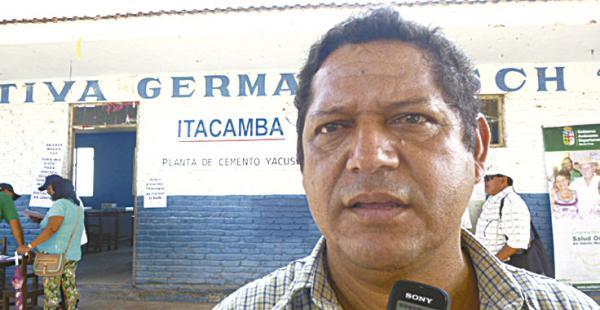 Representante    de la OTBde Yacuses, Raúl Bravo Peinado, encabezó la protesta