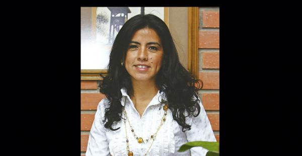 Karem Infantas es ingeniera de Sistemas con doctorado en Ciencias de la Educación de la Universidad Mayor, Real y Pontificia de San Francisco Xavier de Chuquisaca.