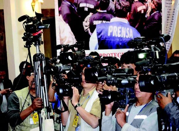 Periodistas vierten duras críticas contra el presidente Morales