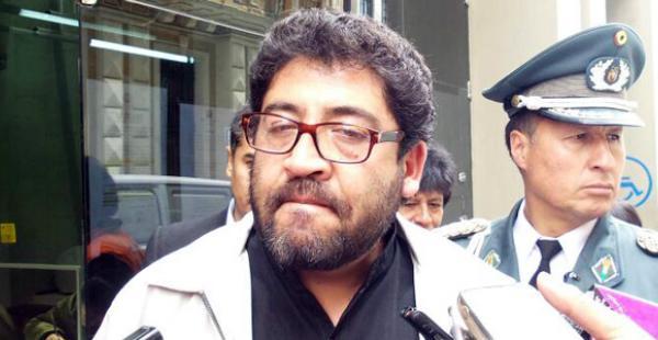 El viceministro calificó de 'autoatentado' el incendio en la Alcaldía alteña. El ministro Carlos Romero le pidió que ya no emita su opinión sobre ese tema
