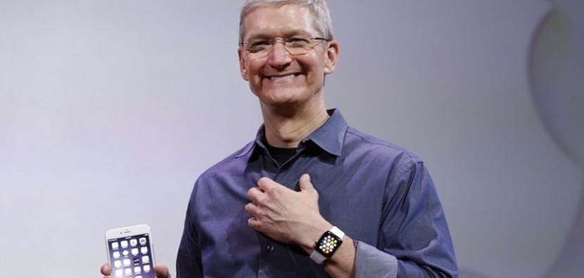 tim cook apple watch 830x395 Apple vuelve a ser la compañía más admirada por noveno año consecutivo