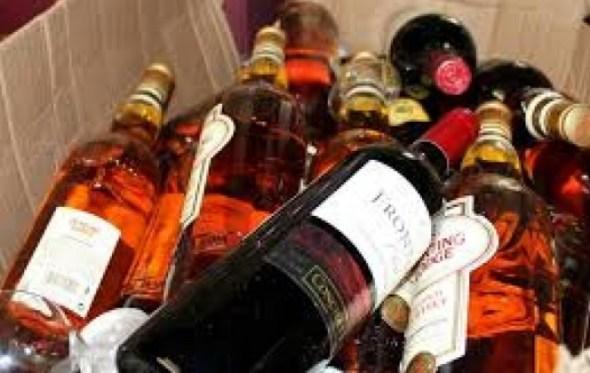 Encuentran whisky de contrabando y bebidas adulteradas en vivienda de la zona Sur de La Paz