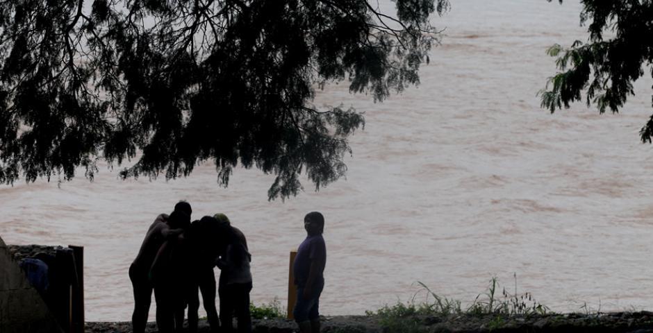 Pobladores de las zonas cercanas a las cuencas de los ríos mantienen la alerta por las crecidas