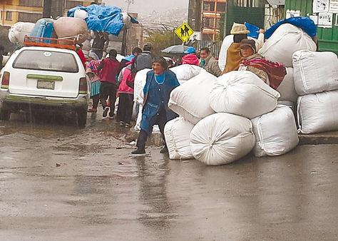 Comercio. Bolsas de coca son retiradas del mercado de Adepcoca.