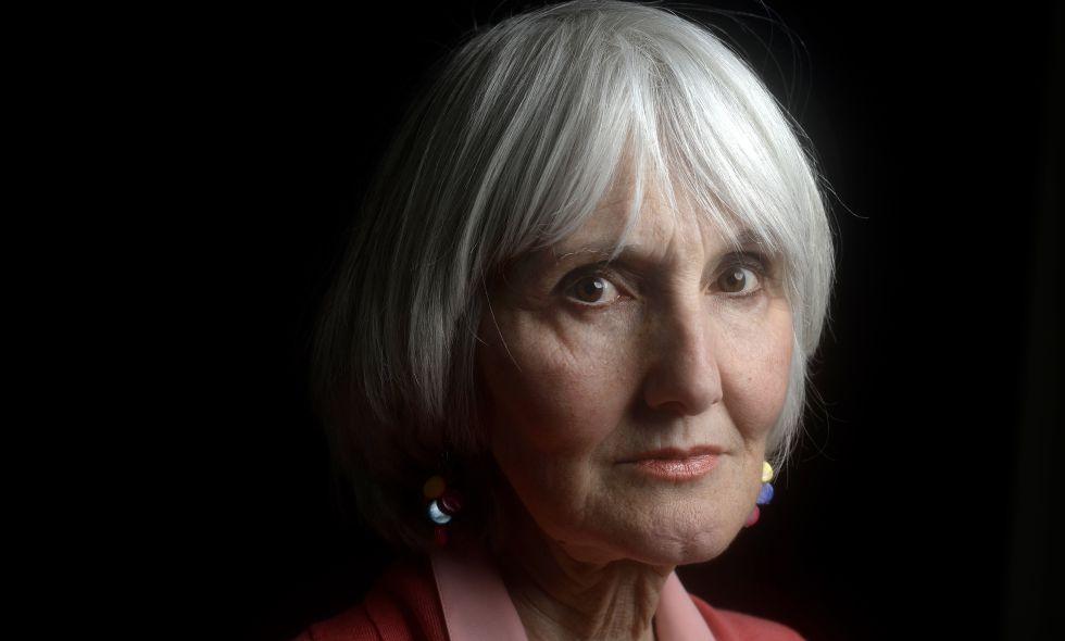 Susan Klebold, madre del asesino Dylan Klebold, posando el 23 de febrero de 2016.