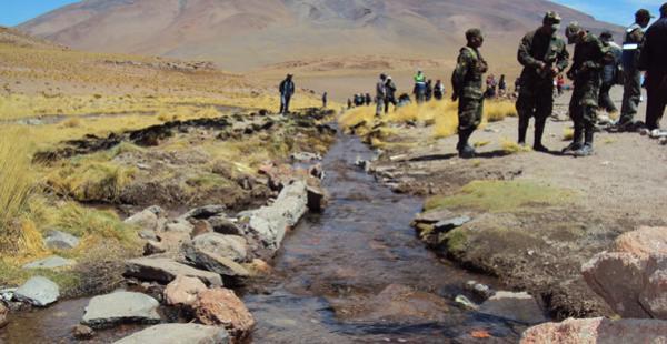 El afluente se encuentra en el departamento de Potosí y fue canalizado para que pase al territorio chileno.