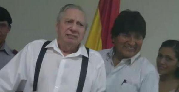 El alcalde junto al presidente Evo Morales durante un acto en el que anunció que haría campaña por el Sí en el referendo