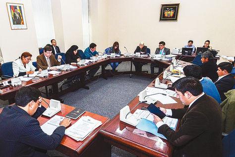 Cita. Una sesión de la Comisión Mixta de Constitución del Legislativo que indaga contratos con CAMC. Foto: APG-archivo