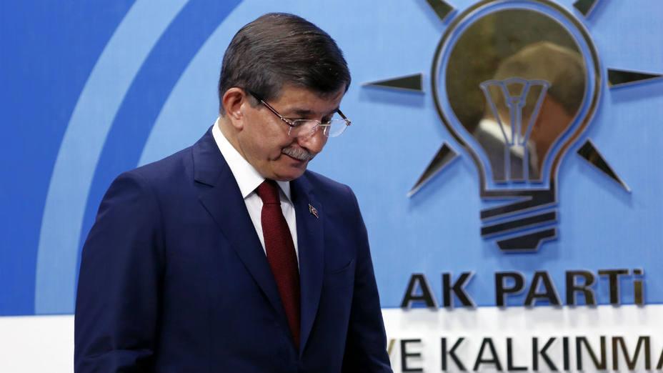 Ahmet Davutoglu anunció el jueves que dejaría el liderazgo del partido gobernante AK y, por lo tanto, el cargo de primer ministro, lo que planteó interrogantes sobre el acuerdo de migrantes con la Unión Europea.