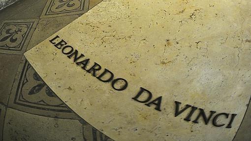 La tumba de Leonardo en el castillo de Amboise en la rivera del Loira
