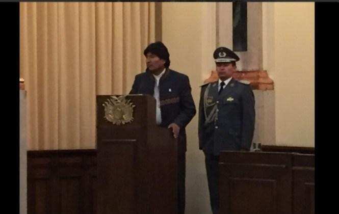 Evo le dice al nuevo Defensor que los más agredidos son él, el Estado y los policías