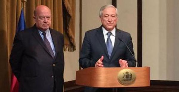 El canciller de Chile, Heraldo Muñoz, y el agente de la demanda marítima, José Miguel Insulza, brindaron una conferencia de prensa este lunes