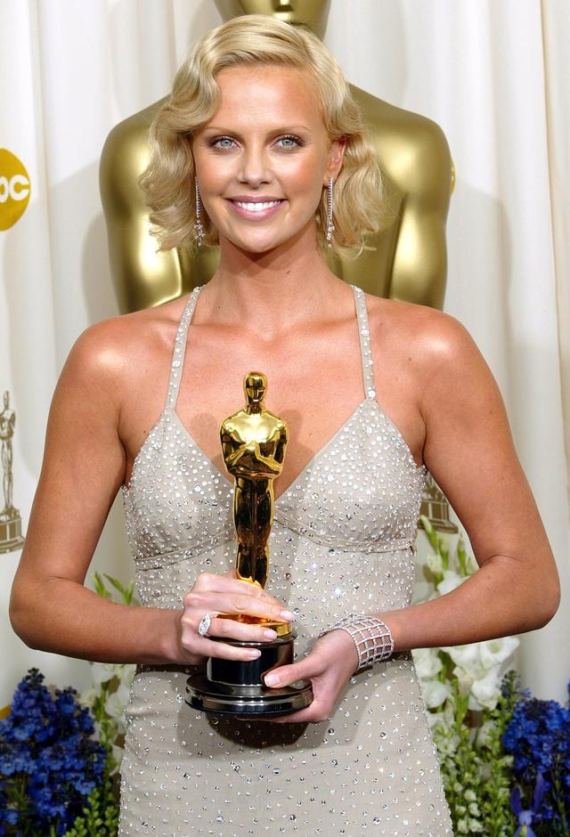 Charlize y su Oscar: 2004, qué año.