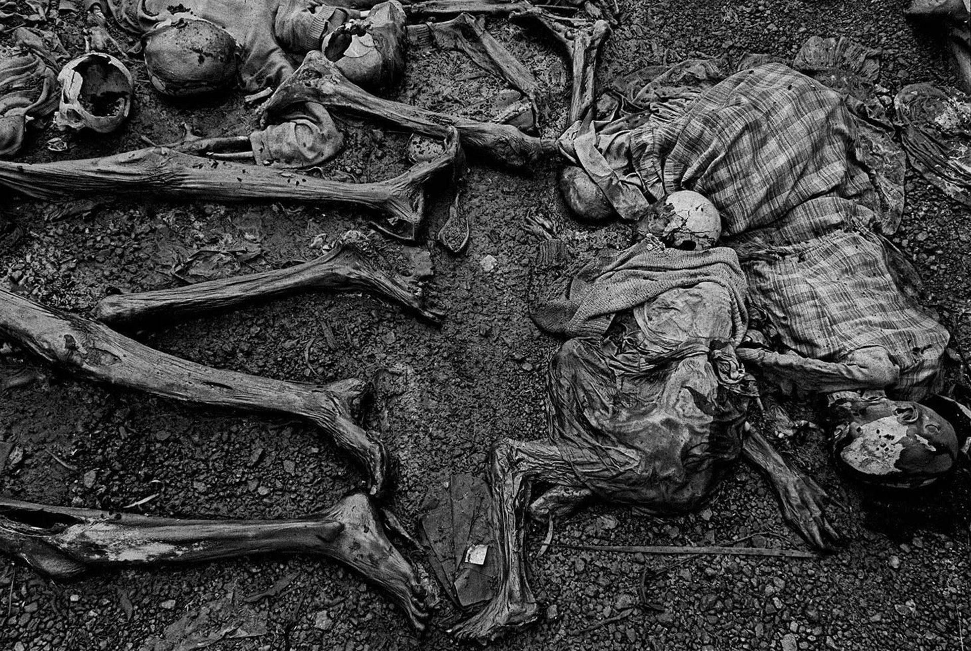 (Ruanda, 1994). He sido testigo y estas fotografías son mi testimonio. Los hechos que he registrado no deben ser olvidados y no deben repetirse, escribió en su página web