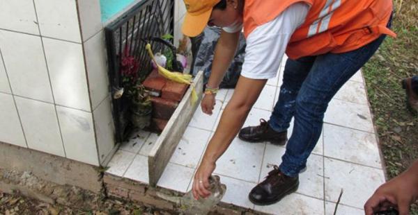 Se recomienda hacer limpiezas periódicas en las casas para eliminar criaderos de mosquito