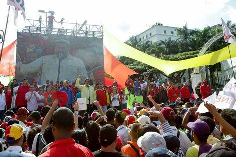 """Nicolás Maduro, pidió hoy formar una """"resistencia histórica"""" para defender la libertad del país caribeño si este fuera intervenido por fuerzas extranjeras luego de que la Secretaría OEA invocara la Carta Democrática para Venezuela. Foto: EFE"""