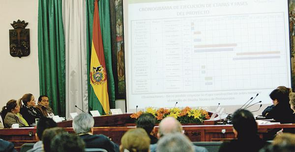 La presentación de la primera fase del tren en el pleno del Concejo