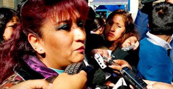 Gabriela Mendoza, esposa de Eduardo León, irá a Sucre para reclamar por él.