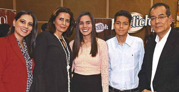 Natalia Terrazas, Jéssica Árabe, Samira Terrazas, Nazir Terrazas y Luis Fernando Terrazas