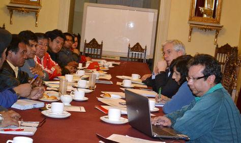Encuentro entre fabriles y el Ejecutivo el jueves en Palacio de Gobierno