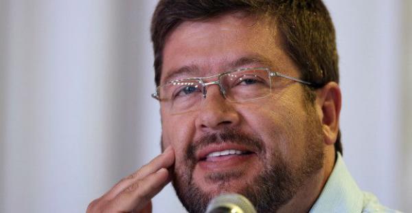 El opositor Samuel Doria Medina entra en la polémica de Enatex por Twitter.