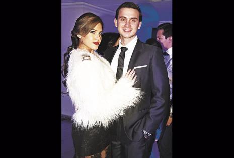 La modelo Tatiana Valdés estuvo bien acompañada por Eduardo Villavicencio