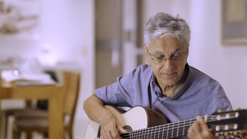 Caetano Veloso toca