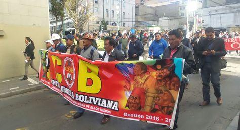 Dirigentes de la COB encabezaron marcha fabril en demanda de la reapertura de la estatal Enatex