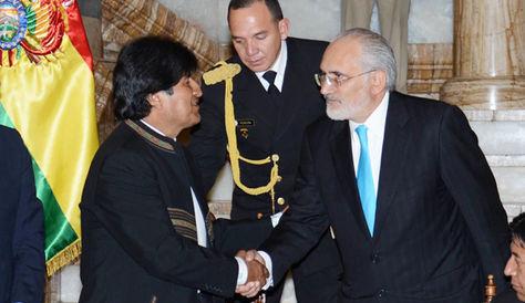 El presidente Evo Morales y el vocero de la demanda marítima Carlos Mesa en un acto en el Palacio de Gobierno. Foto archivo