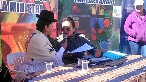 """La ministra de Justicia, Virginia Velasco, participó este sábado del programa """"Hablando con la Ministra"""" en la plaza del Maestro de la zona de Villa Fátima"""