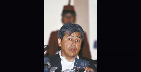El exgobernador Mario Cossío dijo ayer que todavía no volverá a Bolivia