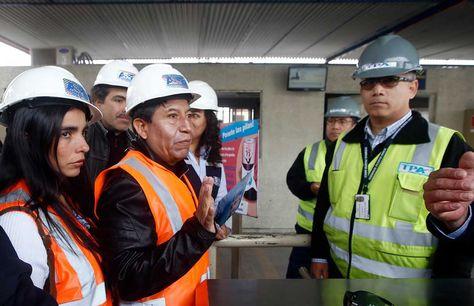 La presidenta de la Cámara de Diputados, Gabriela Montaño (i), y el presidente del Senado, José Gonzales (d), acompañan al canciller David Choquehuanca, en una visita a la Terminal Puerto Arica (TPA). Foto: EFE