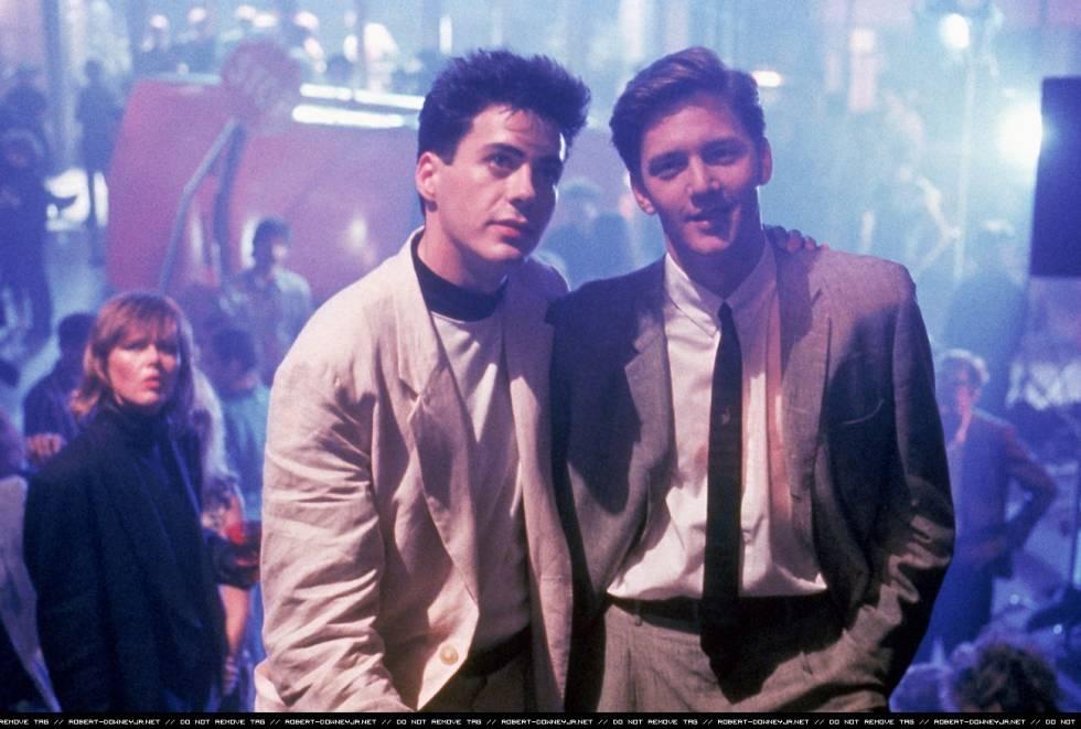 Robert Downey Jr. (recién estrenada su mayoría de edad) y Andrew McCarthy, en la adaptación cinematográfica de la novela de Bret Easton Ellis