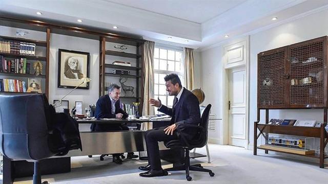 Un momento distendido de la charla entre Macri y Tinelli este mediodía