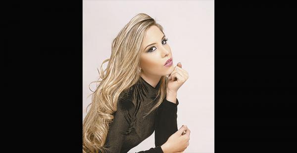 Adelante. Iciar Díaz fue reina de la expobelleza 2016 y es cantante