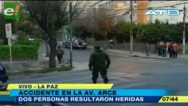 Vehículo oficial atropella a una mujer y su hija