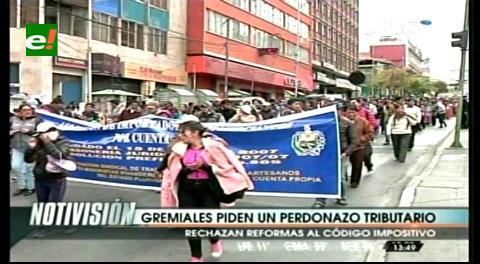 La Paz: Gremiales marchan contra reforma tributaria y piden actualizar valores del Régimen Simplificado