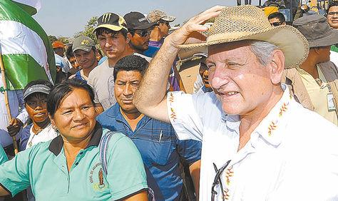 Obras. El gobernador cruceño, Rubén Costas, en un acto de gestión.