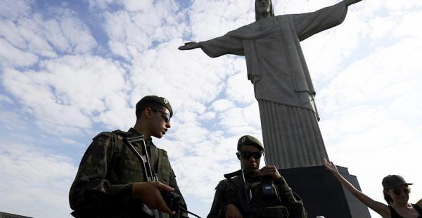 La presencia de miles de turistas ha obligado a las autoridades a pedir más refuerzos militares
