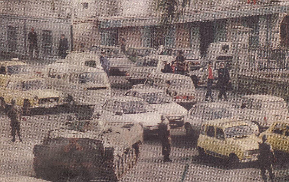 Militares desplegados en las calles de Argel después del golpe de estado contra los islamistas. 12 de enero de 1992.