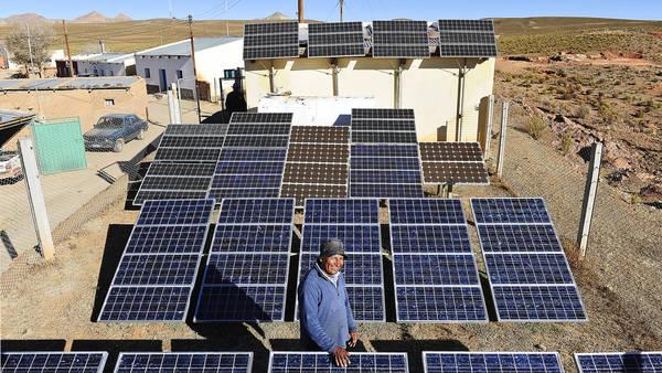 Pueblos solares. Los pueblos de altura de la puna jujeña y salteña, donde no hay tendido eléctrico ni gas, utilizan la radiación solar. Rubén Digilio