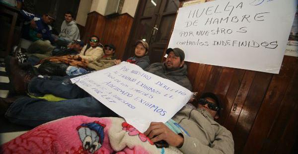 Los trabajadores universitarios que mantienen una huelga de hambre en el Rectorado