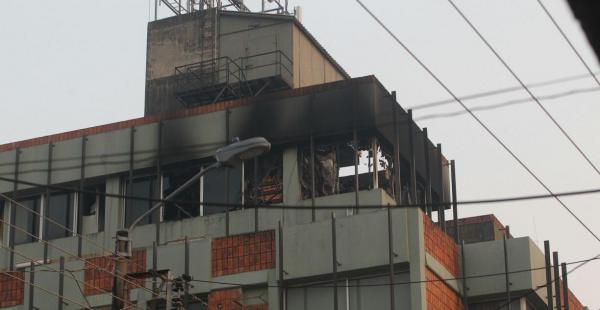 El último piso del edificio Oriente se incendió durante la madrugada de este jueves
