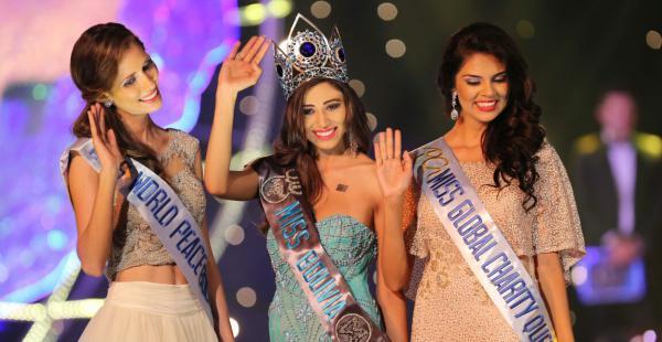 Diana Ascarrunz (Miss World Peace Bolivia), Leyda Suárez (Miss Bolivia Mundo) y María René Rivero (Miss Global Charity Queen)