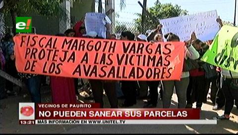 Vecinos de Paurito protestan por irregularidades de funcionario de Derechos Reales