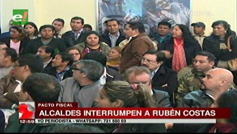 Pacto fiscal: Alcaldes del MAS interrumpen el uso de la palabra de Rubén Costas