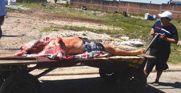 En un carro que se ocupa para trasladar víveres fue sacado el cuerpo de Baldelomar