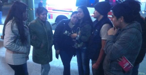 Un grupo de personas llegó hasta el centro médico en la comunidad Recoleta en donde se confirmó la muerte de la mujer